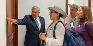 Presidente del INEGI realiza censo a AMLO en Palacio Nacional