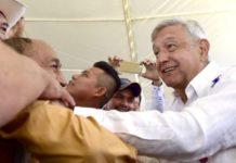 AMLO pide a sus paisanos dejar 'politiquería' para lograr la 4T