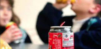 Bebidas azucaradas, 'más seguras' que agua potable, consideran padres